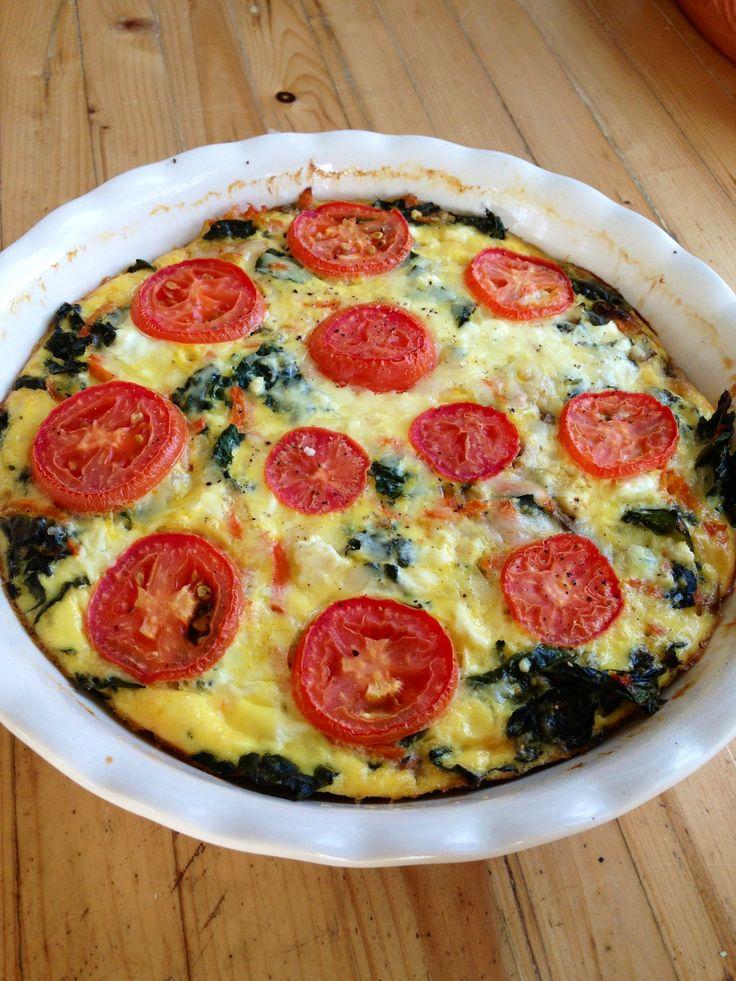 crustless veggie quiche ~gluten free, vegetarian, grain free~ Made with greek yogurt, kale, mushrooms, carrots and tomatoes!