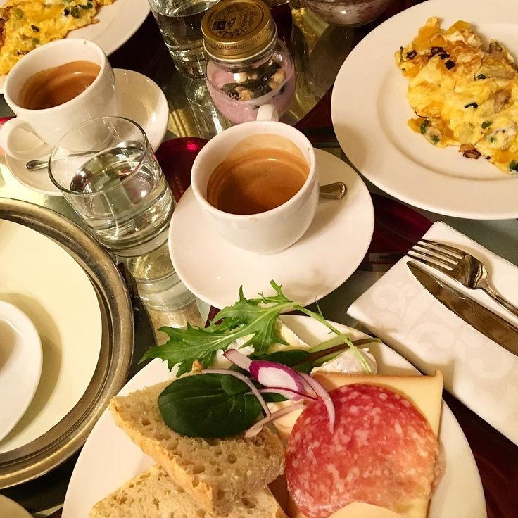 One of the best things with the weekend? Breakfast of course! The breakfast @ Boscolo was a real treat and the atmosphere is top  #espresso #omelette #baguette #budapest #boscolobudapest #boscolohotel #coffeelover #youghurt #saturdaymorning #saturday #luxuryhotel #salami