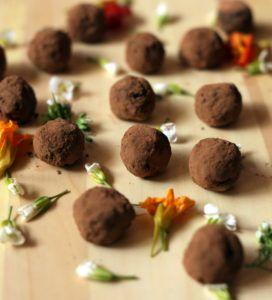 healthy-date-almond-chocolate-truffles