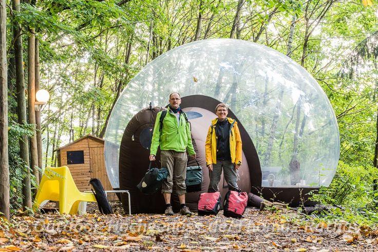 Außergewöhnliche Übernachtungsmöglichkeit bieten die bulles et une nuit, riesige transparente Bälle in Klingenthal im Elsass. An vier weiteren Standorten in Frankreich ist das Erlebnis ebenfalls möglich.