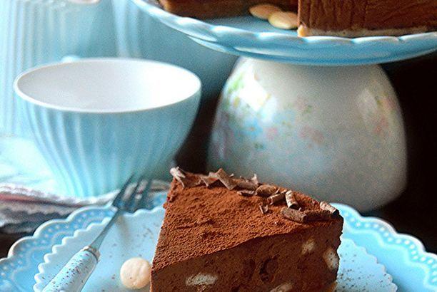 Cheesecake al cioccolato, biscotti e mandorle senza cottura e BUON ANNO A TUTTE!!!