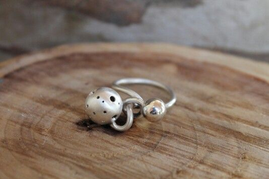 Ring CURIOUS balls. ..