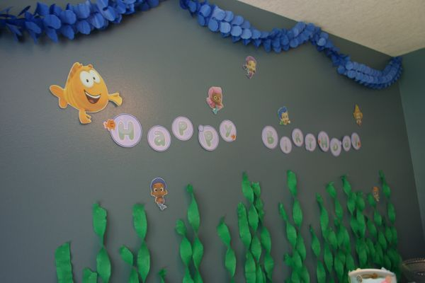 Bubble Guppies Party Decor- love the streamers on the wall for seaweed! Too cute!