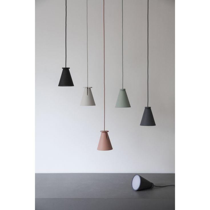 Bollard lampa från Menu. Denna lampas simpla design gör att den lätt upplevs som vilk...