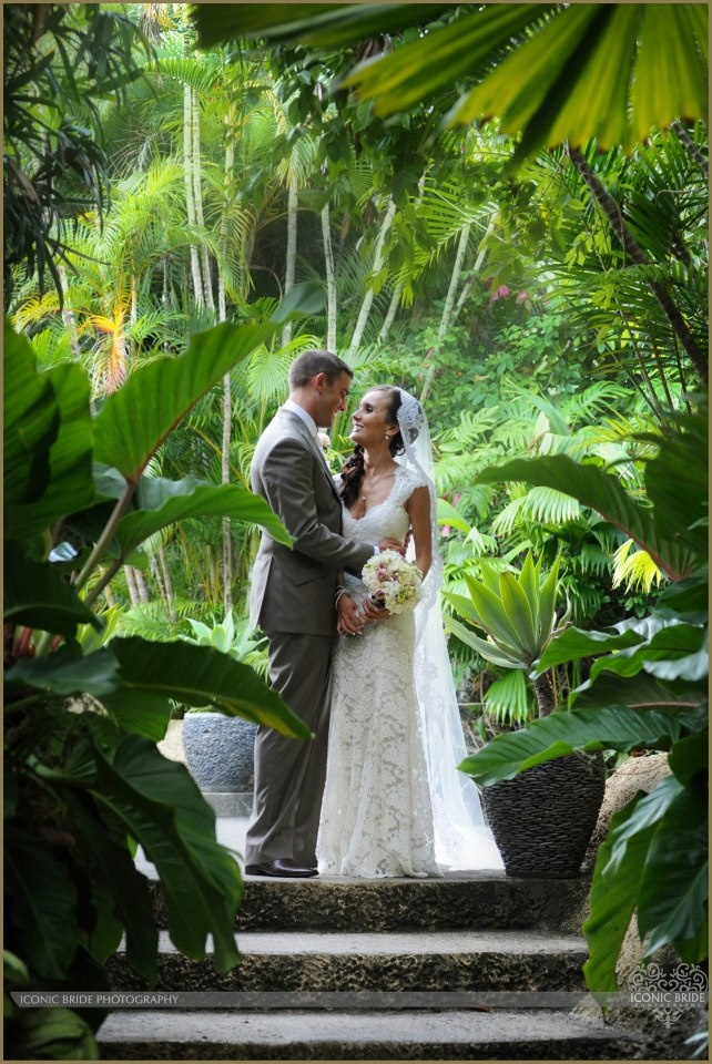Capture your special wedding moments amongst the lush forest of Queensland's ABIA Awarded Villa Botanica.