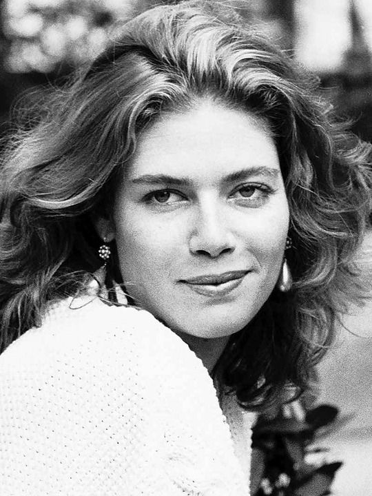 kelly mcgillis gay