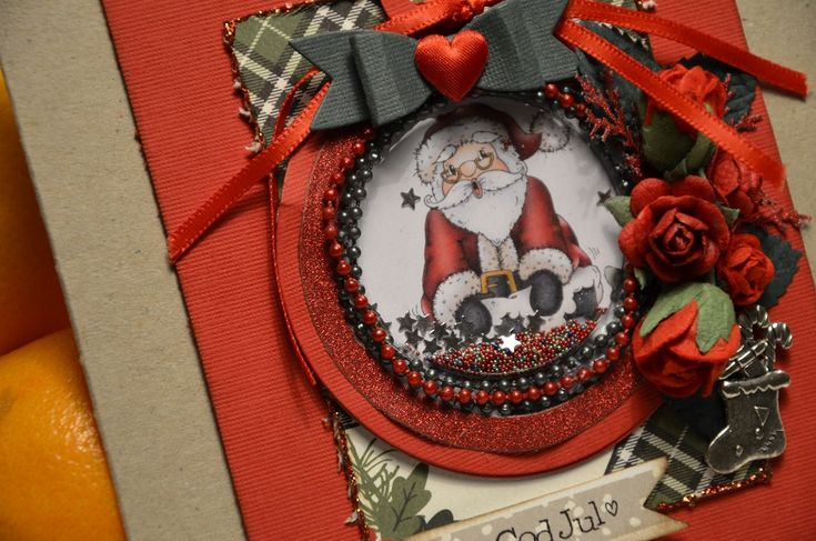 Shaker card med tomte - http://kristinasscrapbookingblogg.se/shaker-card-med-tomte/ - Hej! Nu är det full rulle med julkortstillverkningen hemma hos mig. Det är ju knappa månaden kvar till den magiska dagen så det gäller att sätta fart ;-) Jag har fullkomligt sprutat ur mig kort efter all inspiration jag fått av alla julpapper som Kristinas fullt butiken med. Eftersom det skapat...