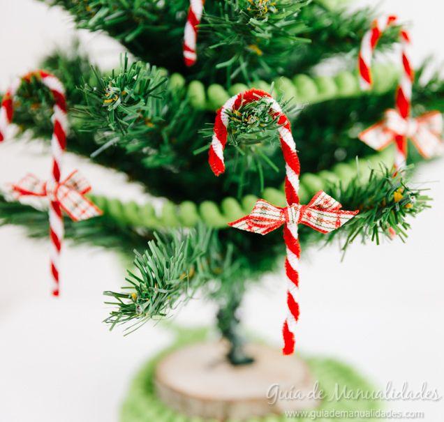 Decora tu casa y tu árbol de navidad con este DIY precioso... ¡bastones de caramelo con limpiapipas de colores! ¡Fácil, bonitos y originales!