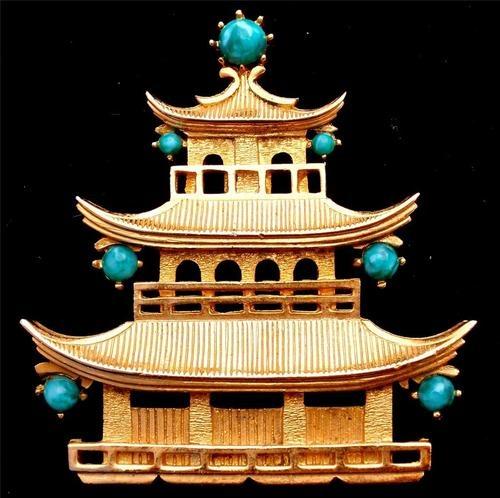 Lisner Asian Pagoda Green Peking Rhinestone Gold Brooch Vintage