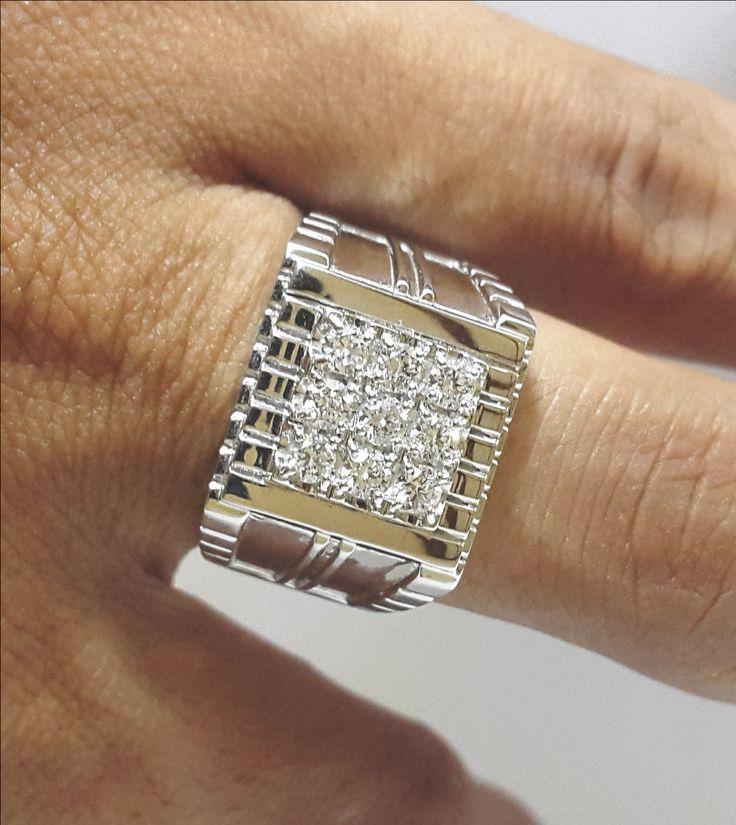 Cincin Berlian Pria Dengan model 9 mata berlian, bisa anda dapatkan di www.jbring.com Hubungi kami:  WA: 0822-7651-0345  PIN BB: 52385299  Line: jbring.com E-mail: sales@jbring.com