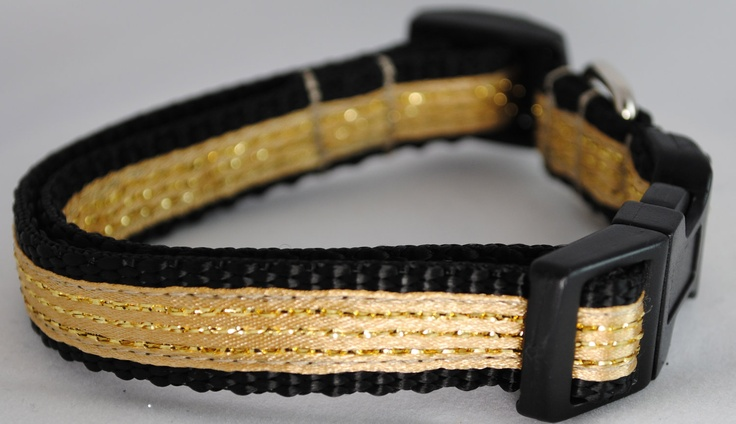 Make sure the pets in your life have their Old Gold & Black!  Gold and Black Dog Collar. $14.00, via Etsy.