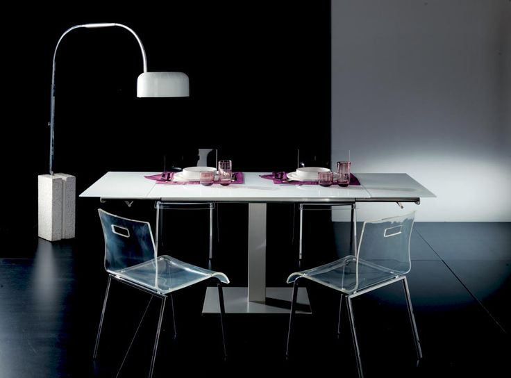 FLIPPER. An elegant column assures a great comfort for evey dining companion. Extending dining table, central metal base, glass top and glass side extensions. http://www.easy-line.it