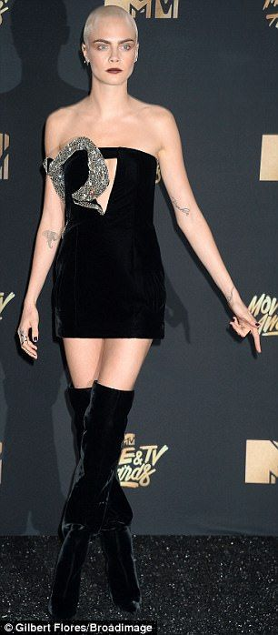Cara Delevingne shows off her bleached hair at MTV Movie and TV Awards #dailymail