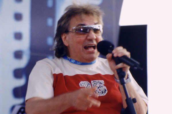 Intervista a Tullio De Piscopo prima della sua partecipazione alla serata finale della IX Edizione del Premio Massimo Troisi - 11/07/2004