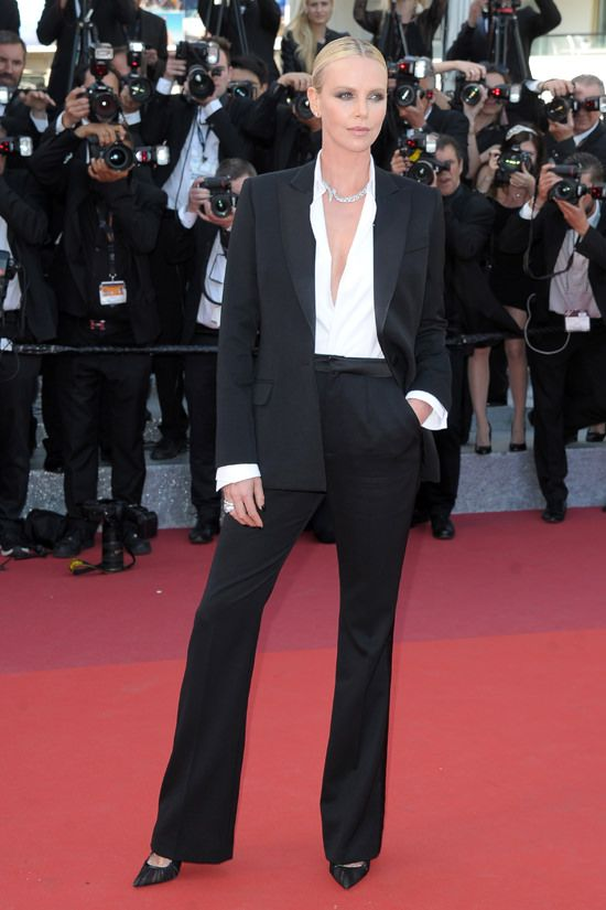 Charlize-Theron-The-Last-Face-Cannes-Film-Festival-2016-Red-Carpet-Fashion-Christian-Dior-Couture-Tom-Lorenzo-Site (2)