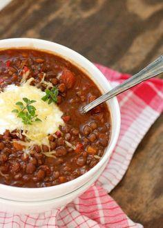 Vegetarisches Chili mit Linsen, herzhaft, einfach und schnell gemacht.