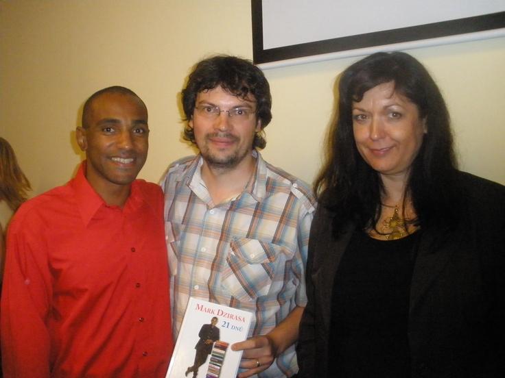 S Markem Dzirasou a Jarkou Timkovou na autogramiádě knihy 21 dnů - Mark Dzirasa - http://www.moudreknihy.cz/cs/zbozi/21-dnu-mark-dzirasa-jaroslava-timkova