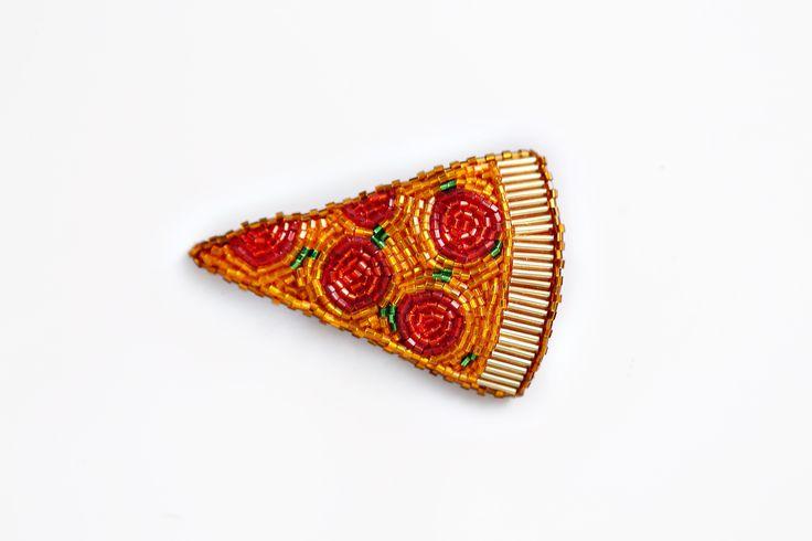 "Брошь из бисера ""Пицца пепперони"" в магазине «BunnyBoo» на Ламбада-маркете"