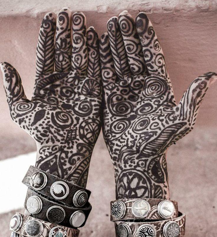 Noosa Amsterdam Tatu collection: De tatu-serie van NOOSA-Amsterdam is gebaseerd op de rijke geschiedenis van de tatoeage, die in 1769 vanuit het Frans Polynesische Tahiti naar Europa is overgebracht. Een kunstvorm wereldwijd verzameld, bij elkaar gebracht en verspreid over zee. Shop @NummerZestien.eu