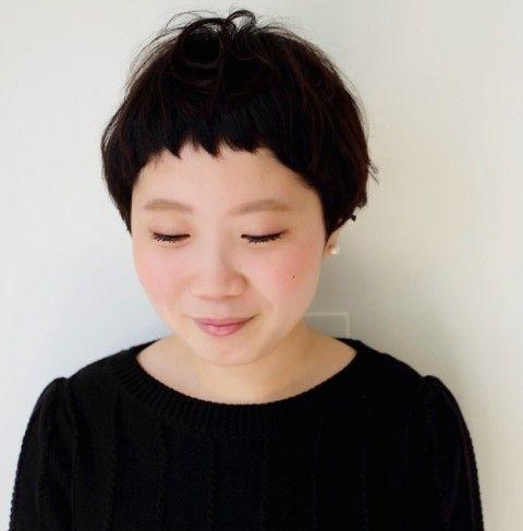 ベリーショート マッシュ   MOK トアウエスト店(モク)のヘアスタイル・髪型・ヘアカタログを探すなら楽天ビューティ。短い前髪にベーリーショートなマッシュショート。白い肌に柔らかいクセと暗い髪がマッチ。