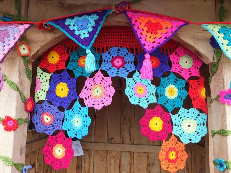 guirnalda flores y banderines