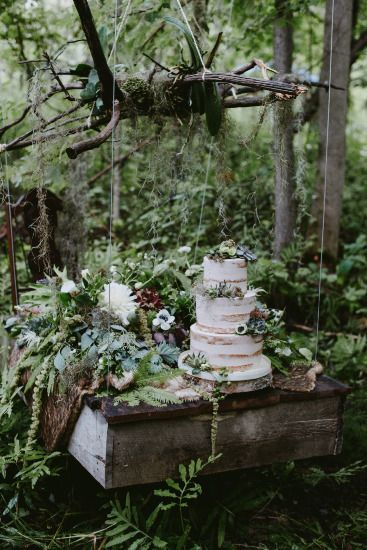 Enchanted Forest Wedding ideas for the earthy bride that is looking for something elegant and earthy