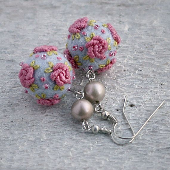 """Vintage style merino wool/felt ball rose earrings in light blue and """"old"""" pink (inpsiration)"""