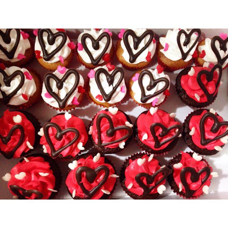 Deliciosos Mini-Cupcakes SoSweet! Pídelos ya al (1) 625 1684 o visítanos en la Cra 11 No. 138 - 18 L3. - #SoSweet #PastryShop #ReposteríaArtesanal #PasteleríaArtesanal #CupcakeFactory #Cupcakes #CupcakesEnBogotá #Bogotá www.SoSweet.com.co