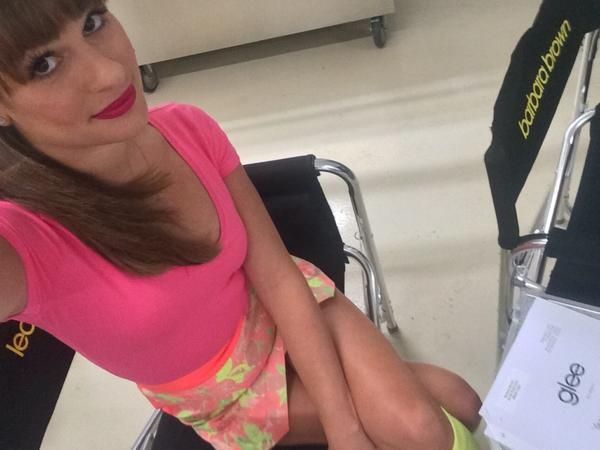 Glee season 6 spoilers! Heather Morris back on set & Leah Michele posts new set pictures – LOOK!