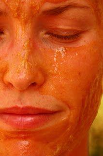 Gesichtsmaske mit Teebaumöl, Honig und Milch