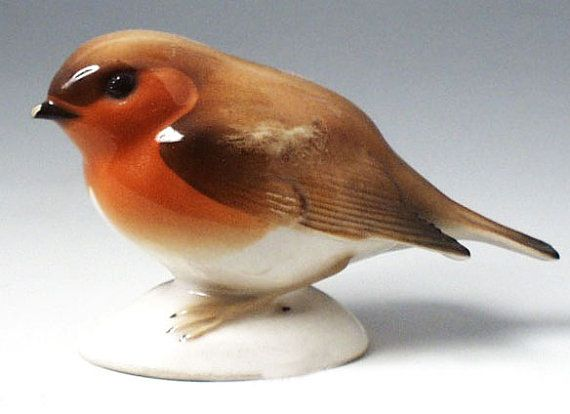 Russian Fine Porcelain - Beautiful Robin figurine - The little bird from Russia -  Great  quality -MInt - Russian LOMONOSOV Factory mark