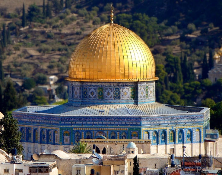 Dome of the Rock. 692 Islamic Art. Jserusalem, Israel. Covered in tile and decorated with mosaics, marble and faience. The centralized octagonal plan is also based on the eight pointed star which is favored by Muslim patrons.