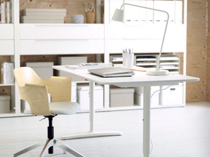 Fint kontor, skrivbord och skrivbordsstol med modern design från IKEA Livet Hemma