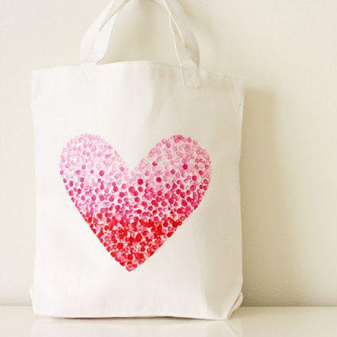 """Píntale un bolsito de tela a mano.   15 Ideas """"Hazlo Tú Mismo"""" para que vayas preparando el Día de da madre"""