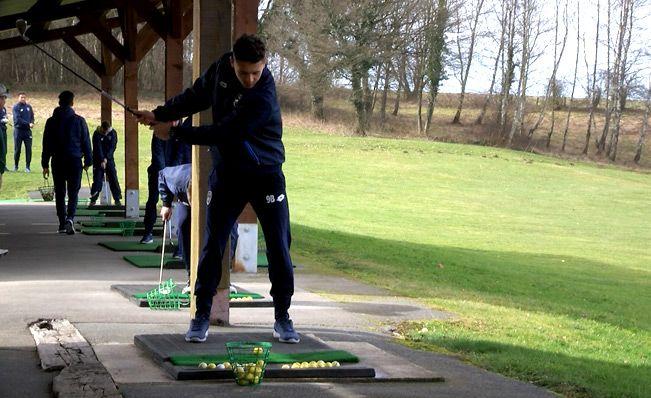[vidéo] Les U17 s'essayent au golf