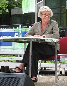 Gerburg Jahnke ist eine deutsche Kabarettistin und Regisseurin, die vor allem durch das Kabarettduo Missfits bekannt wurde. http://de.wikipedia.org/wiki/Gerburg_Jahnke  Toll bei Ladies Night  Einsfestival 2014 08 07   http://www.einsfestival.de/sendungen/sendung.jsp?ID=12565533044