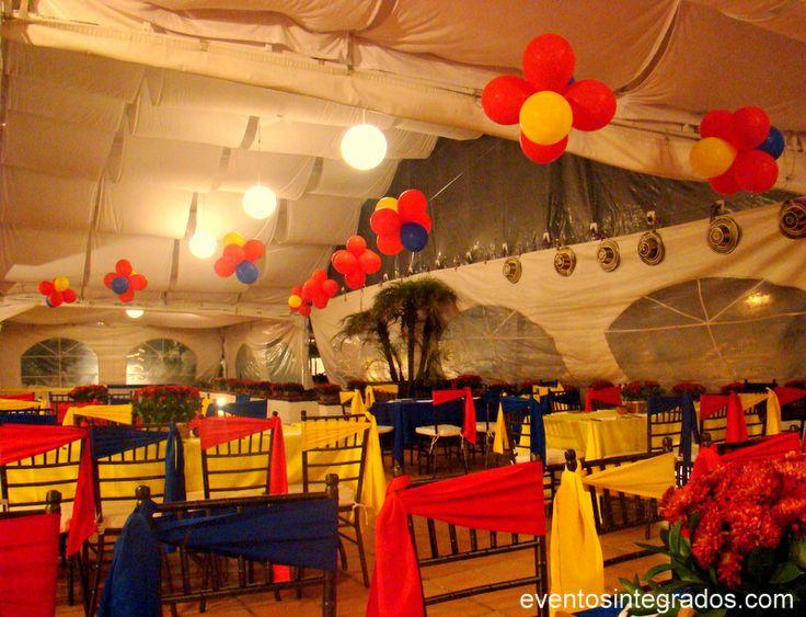 Decora con flores de globos de látex con dos colores de los tres de la bandera colombiana. #FiestaColombiana