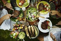 How to Eat Smart at a Barbeque