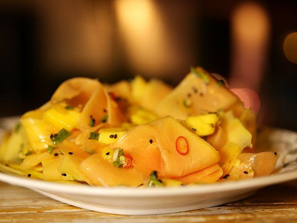 Sallad på grön papaya och mango