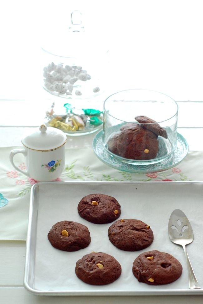 Çifte çikolatalı kurabiye tarifi (double chocolate cokiees) 1 Bardak + 1 Yemek kaşığı un 1/4 Bardak kakao şekersiz 1 Yemek kaşığı kabartma tozu 1/4 Tatlı kaşığı tuz 1 Bardak damla çikolata 2 Yumurta 1 Yemek kaşığı vanilla 5 Yemek kaşığıDevamı...