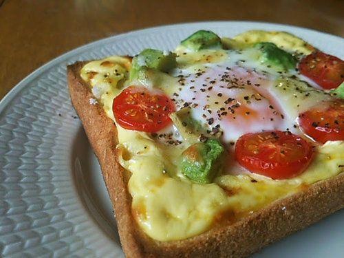 手軽におしゃれな朝食を!卵とアボカドのオープントーストの作り方 | nanapi [ナナピ]