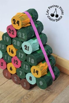 DIY Papier Cartonnage : calendrier de l'Avent sapin fait en rouleaux de papier toilette avec les enfants / recup