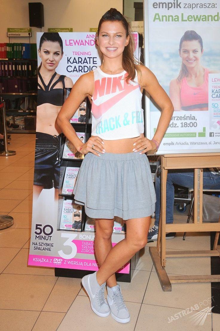 """Anna Lewandowska w mini promuje swoje pierwsze DVD z ćwiczeniami - Anna Lewandowska promuje płytę DVD z ćwiczeniami """"Trening Karate Cardio"""""""