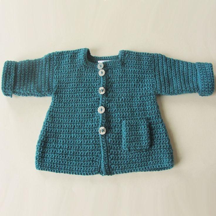 Gehaakte blauwe herfst-jas met een zakje in maat 74-80