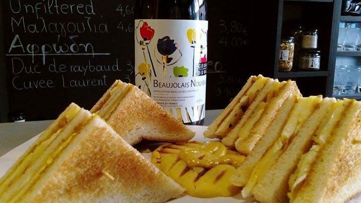 Στο Cinque το Beaujolais Nouveau ...έρχεται με παρέα!Ένα club sandwich με brie,ψητό μήλο,μουστάρδα dijon και φρέσκο βούτυρο! Σας περιμένουμε να το καλωσορίσουμε!! #beaujolaisnouveau #lebeaujolaisnouveauestarrive #duboeuf #brie #cinque #psiri #athens #wines #winetasting #winebar #wine #winetime #timeforwine #winelover #lovewine #greekwine #greekgrapes #winegeeks #drinkgreekwine #instawine #winestagram #friends #instafood #drinks #foodporn #food