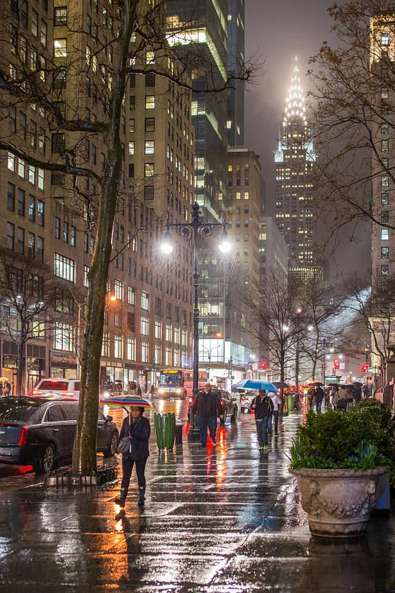 Streets of New York in the Rain – 42nd Street in Midtown – Bryant Park and the Chrysler Building – N