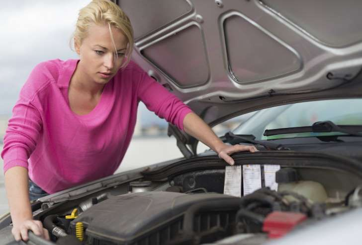 5 Simple Car Fixes Everyone Should Know How to Do Themselves