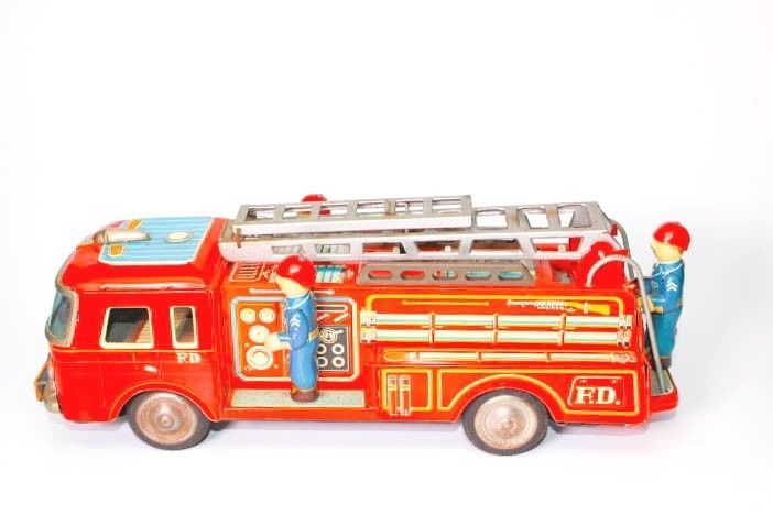 VINTAGE  JAPANESE TIN FRICTION YONEZAWA 8-119 FIRE TRUCK WITH RETRACTABLE LADDER #YONEZAWA