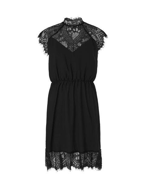 Smuk festkjole fra Project Unknown.  Denne festlige kjole fra Project Unknown har et smukt transparant blondelag yderst. Indenunder er et sort lag, så kjolen
