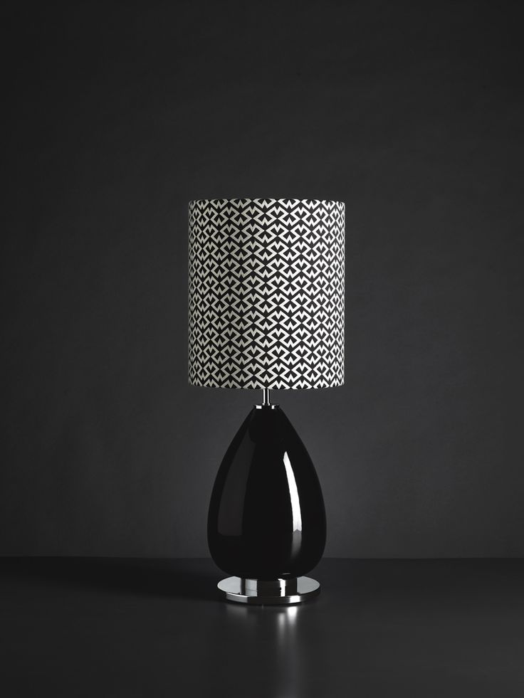 Vintage look for Valentina, collection of table lamp featured by a gloss majolic base matched with the precious fabric.